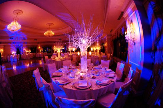 A nice choice of combination is the wedding centerpieces using branches and