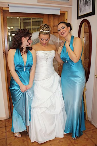 Casual blue wedding dresses awesome hairstyles 2011 for Wedding dresses with tiffany blue