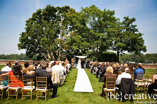 via Be Creative Photography Ceremonispiration wedding ceremony outdoor