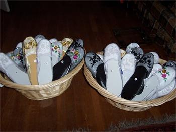 Brides Helping Brides ™ - slipper basket presentation  4d17c0773
