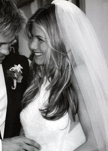 Brides Helping Brides Veil On Down Do Liweddings