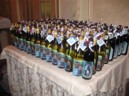 brides helping brides wine bottle favors liweddings